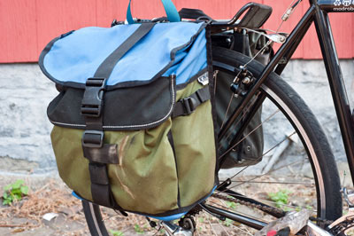 bike pannier with clip close
