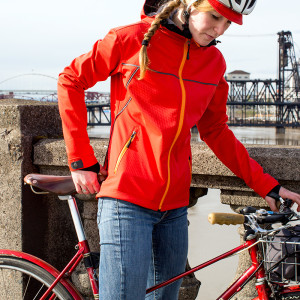 Showers Pass Women's Rogue Hoodie Softshell Cycling Jacket1